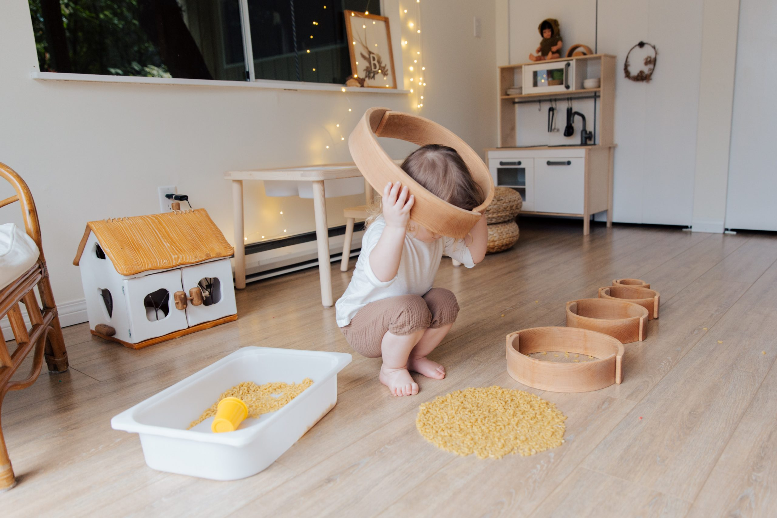 Read more about the article Unschooling vs Montessori